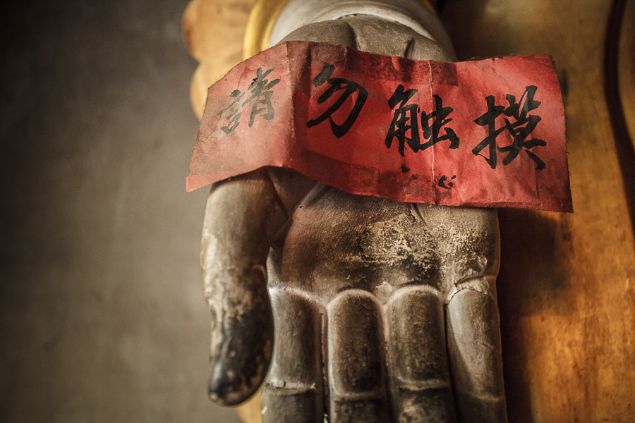 Moody photo of statue in Chinese temple