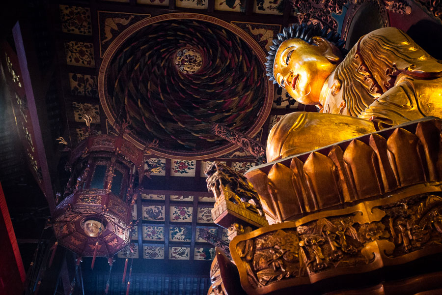 Low light photography in a temple